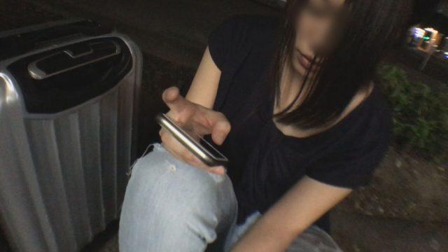 FC2 PPV 932566 【無碼x個人攝影】坐在路邊的純樸翹家女!被喜歡偷拍的男子撿回家中出內射【♯借住】