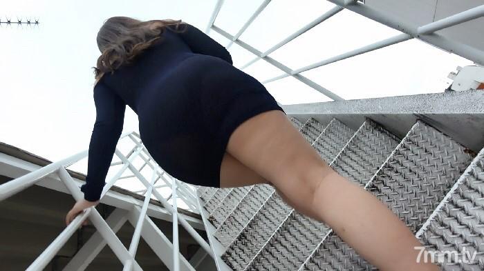 FC2 PPV 904786 【個人撮影】エミリ19歳 Hカップ爆乳美女と屋上中出しSEX!