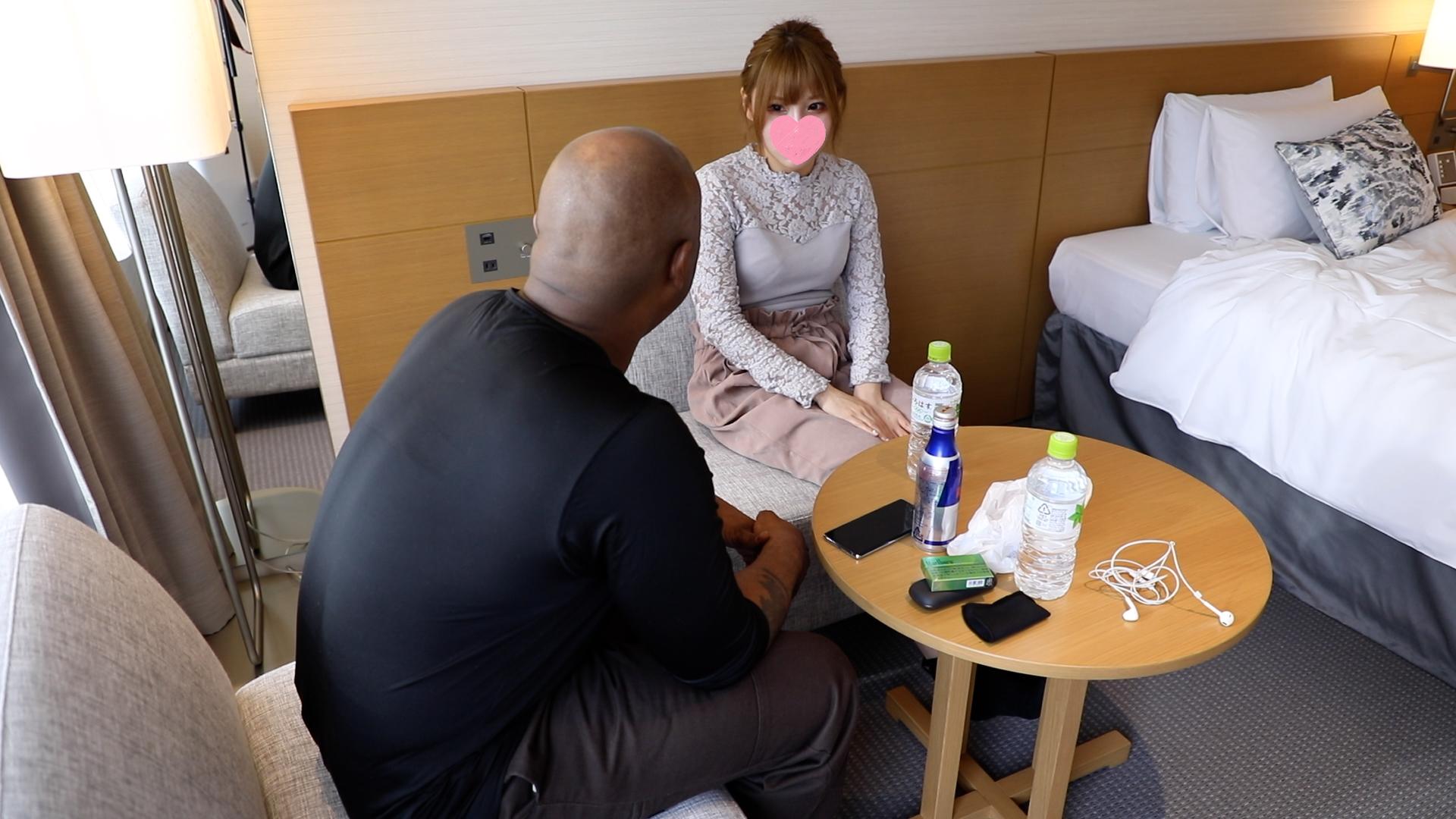 FC2 PPV 1348011 【個人撮影】千葉県K市の某ガールズバー店No. 1娘に黒人ソルジャーのマジキチデカチンをぶち込みそのまま中出ししてやりました。