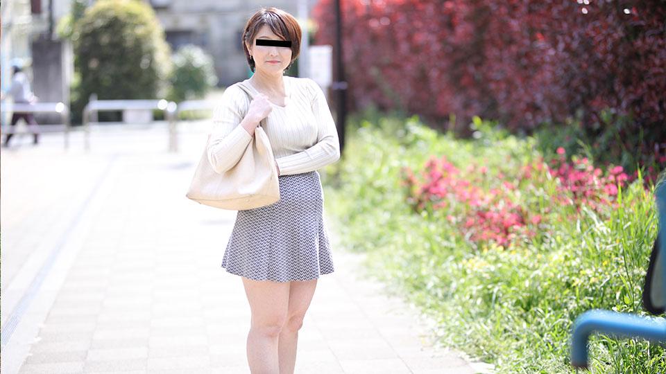 Pacopacomama 040419_064 Yayoi Yamamoto おばさんぽ 〜五十路熟女の豊満な肉体〜